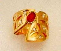 Anello in oro 18 k. Esecuzione con due fasce sovrapposte ritagli a forme di foglie. Con Brillanti.