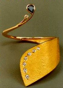 Bracciale in oro 18 kt. Zaffiro a forma di goccia , Otto brillanti