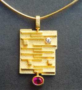 Pendente in Oro 18 kt. Diamante taglio antico fornito dal Cliente, Rubino Birmano